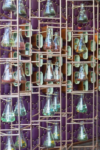 penhaligon-16-penhaligons-riba-windows-2014_dezeen_468_23