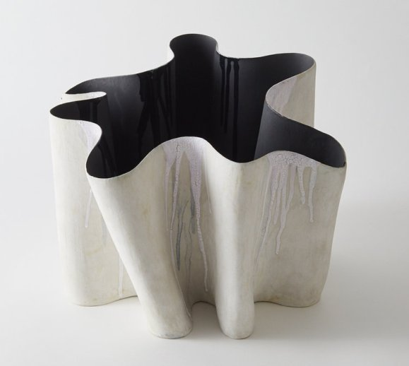 MEANDER I. Hand built stoneware.